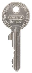 A sleutel met sleutelnummer op de sleutel